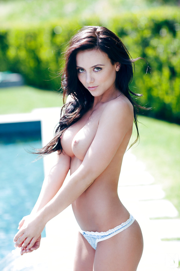 Meet Coed Debbie Boyde, who likes to be all naked. - Picture 03